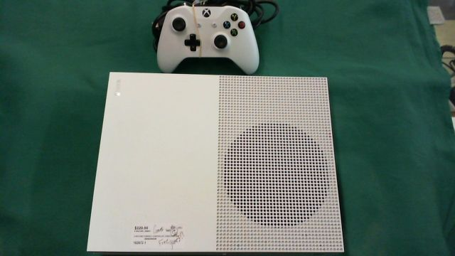 XBOX ONE S GAME CONSOLE